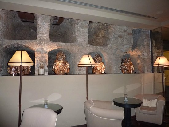 Hotel Villa Carlotta : The lounge with catacombs