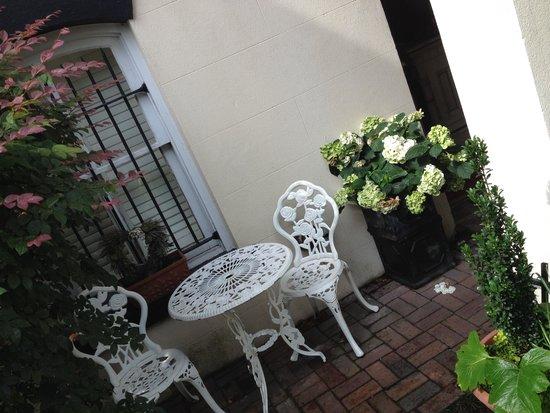 The Olde Savannah Inn: Outside The Provence Room