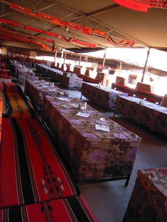 Hillawi Camp: tiendas beduinas donde se dan los servicios de restauración