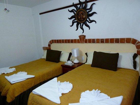 Suites Fenicia: Habitación camas matrimonial