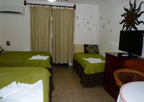 Suites Fenicia: habitación