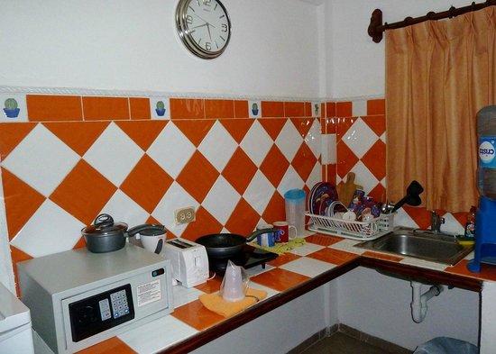 Suites Fenicia: área de cocina