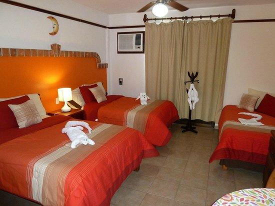 Suites Fenicia: camas dobles y una individual