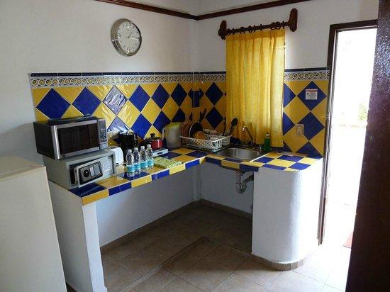 Suites Fenicia: área de cocina en la habitación