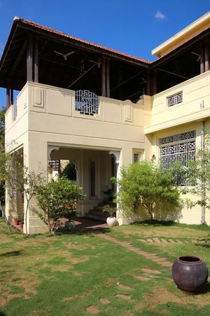 Visalam: Garden facade with Dining Terrace at 1st Floor
