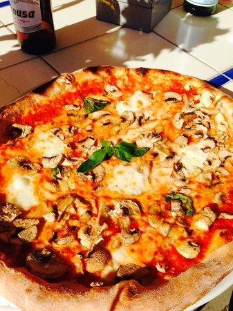 Via Napoli: wish i had more pictures of the pizza