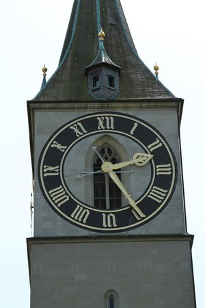 St. Peterskirche: Clock at St Peter's Church