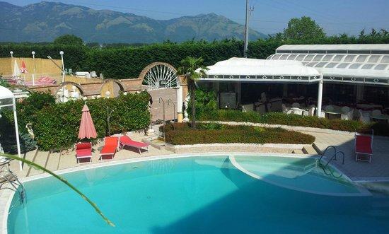Grand Hotel Osman: Bella piscina