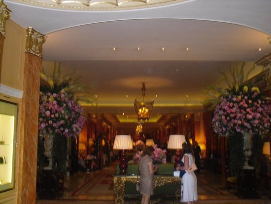 The Dorchester: the entrance