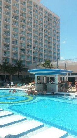 Hotel Riu Palace Paradise Island: Riu Paradise Island - Pileta