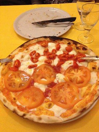 Pizzeria Quadrifoglio: Mezza pomodoro fresco e mezza bufala