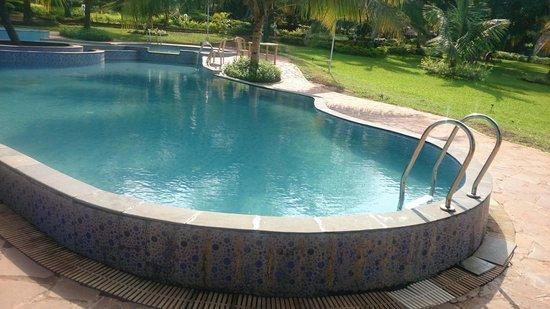 Shantai by the Lake : Pool