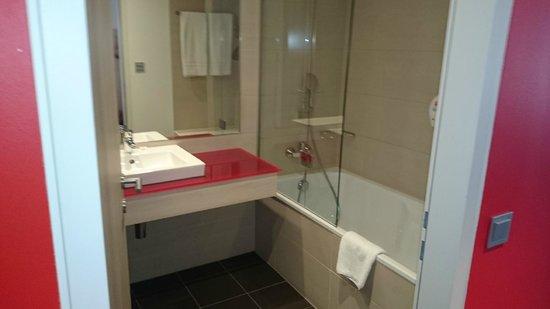 Park Inn by Radisson Linz: Bathroom