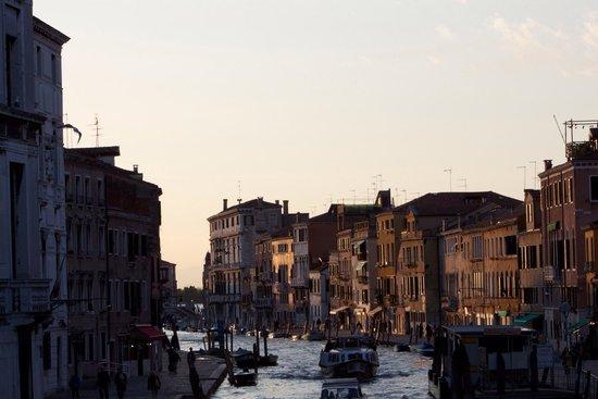 Cannaregio: Sestier de Canaregio kurz vor Sonnenuntergang.