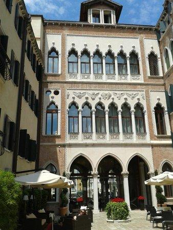 Centurion Palace: the courtyard