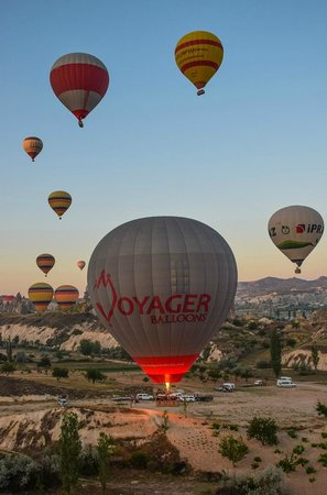 Cappadocia Voyager Balloons : Taking off from Goreme