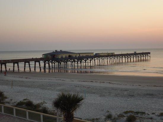 Royal Holiday Beach Motel: Sunset