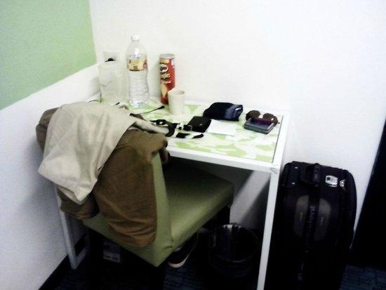 Citin Hotel Masjid Jamek : Work desk
