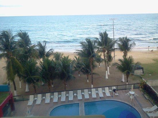Hotel Dan Inn Mar Recife: Praia e piscina vista do Apartamento