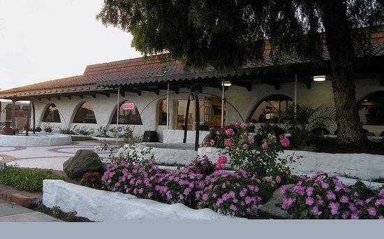 Hotel Pepper Tree : Outdoor Restaurant Dining
