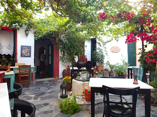 Labyrinth Wine Restaurant : Friendly and romantic atmosphere
