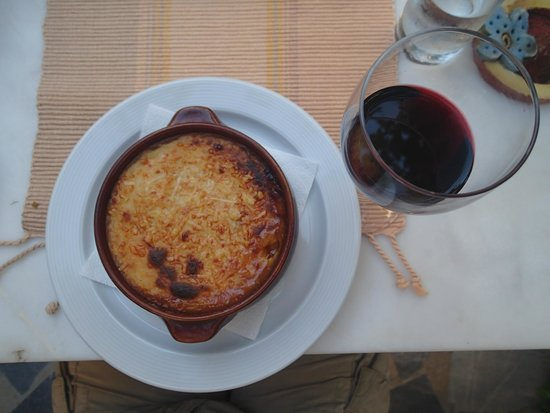 Labyrinth Wine Restaurant: Moussaka