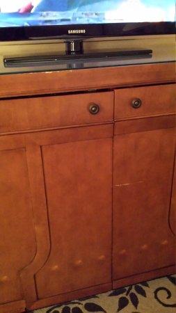 Omni Charlotte Hotel: Scarred Furniture