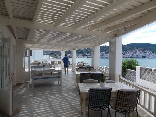 Skopelos Village: Hotel dining area with fantastic views
