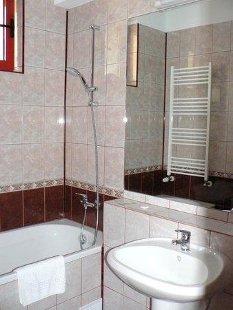 Hotel Maria: Bathroom