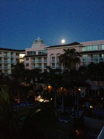 Palm Beach Shores Resort and Vacation Villas : Moon setting over the resort, view from our north tower balcony