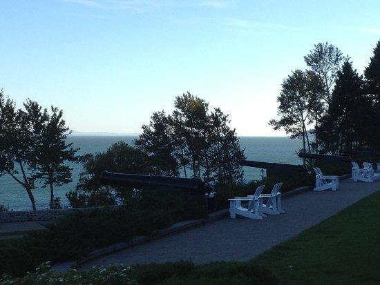 Fairmont Le Manoir Richelieu : Vue du fleuve St-Laurent à partir de la terrasse du Manoir