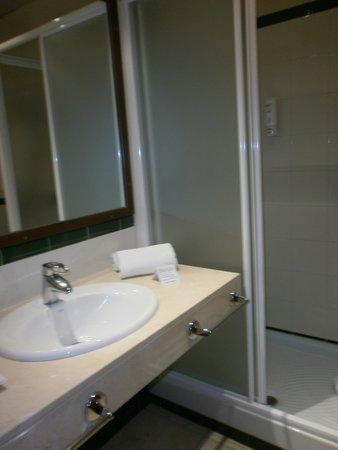 Hotel T3 Tirol: baño