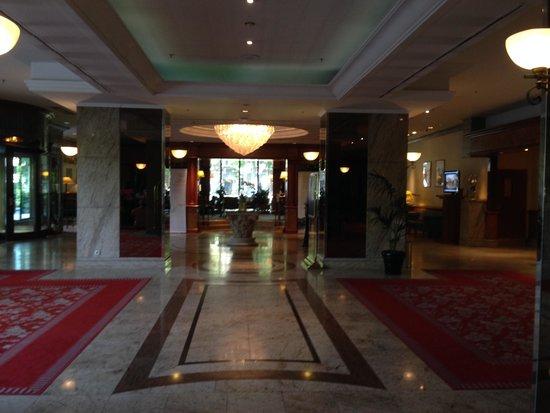 The Westin Zagreb: hall do hotel