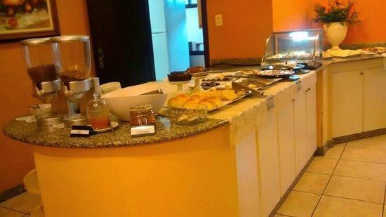 Boroni Palace Hotel: Café da manhã.