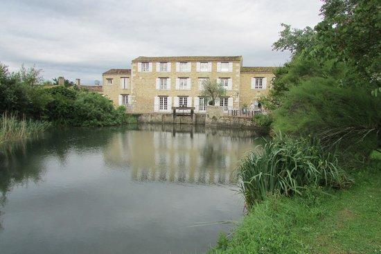 Le Moulin de Chalons : esterno dal canale