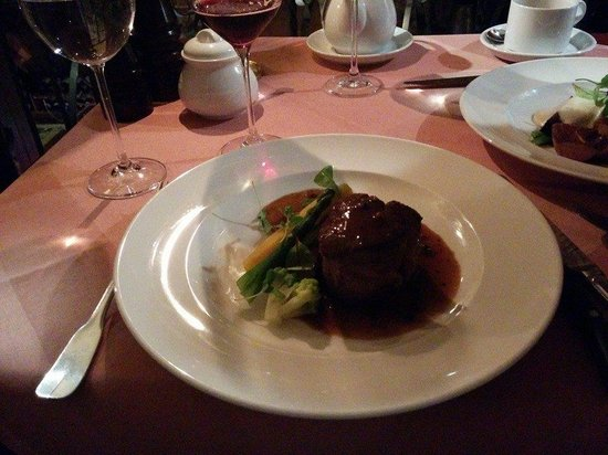 Cyrano de Bergerac : Rare chateaubriand steak with vegetables