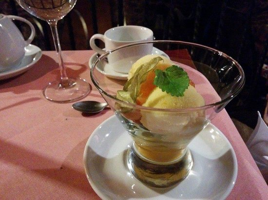 Cyrano de Bergerac : Homemade sorbet. Lemon on top, mango on bottom