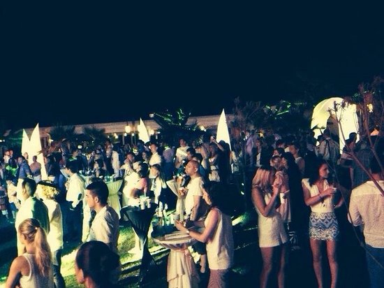 Royal Alhambra Palace: All white party! Was amazing