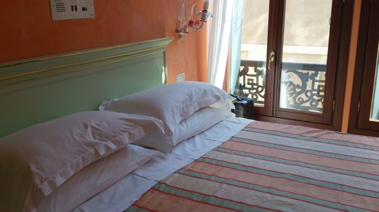 Hotel Firenze : cama doble