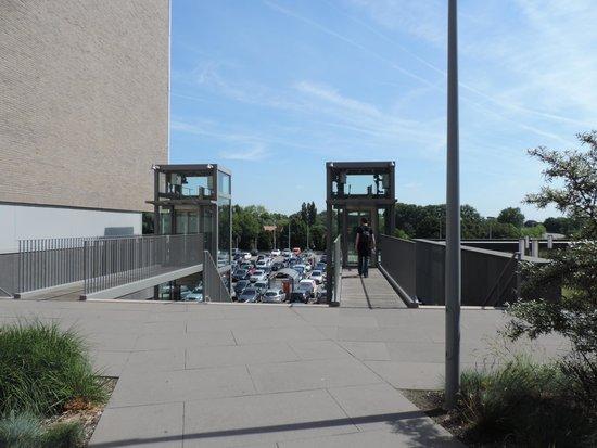 Hotel Ibis Budget Brugge Centrum Station : elevadores para sair do piso do hotel