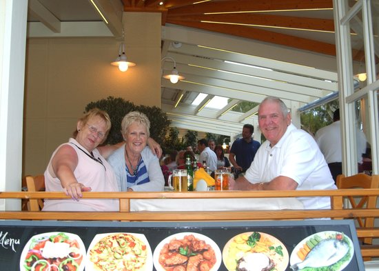 Nisos Restaurant: Great food and drink.
