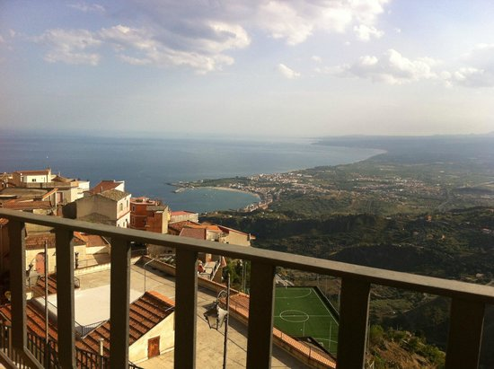 Hotel Panorama Di Sicilia: view from the balcony at day on the village and the sea
