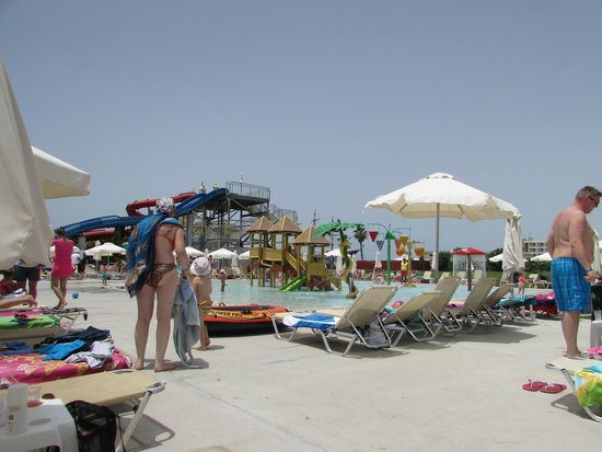 Louis Phaethon Beach : around the fantastic kids pool