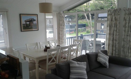 Mullion Cove Lodge Park: Great space to eat