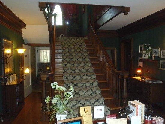 Inn on Crescent Lake : Front entrance