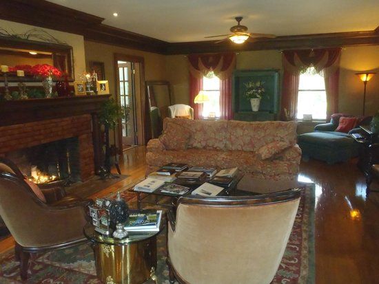 Inn on Crescent Lake: We played lots of games on the couch