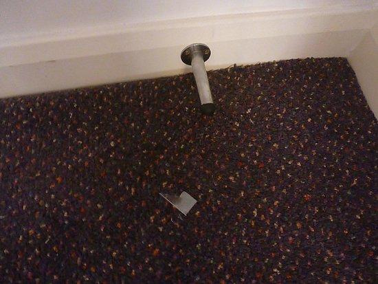 Premier Inn Paignton Seafront (Goodrington Sands) Hotel: Dirty Carpets