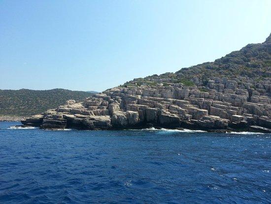 Castle of Simena: Живописные острова с каменными берегами