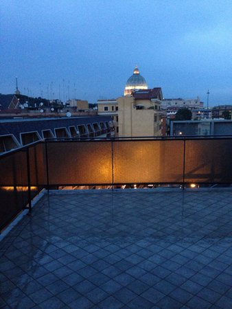 Hotel Gravina San Pietro: Vista della Basilica dal terrazzino della camera