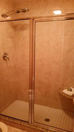 Quarter House Resort: Separate shower
